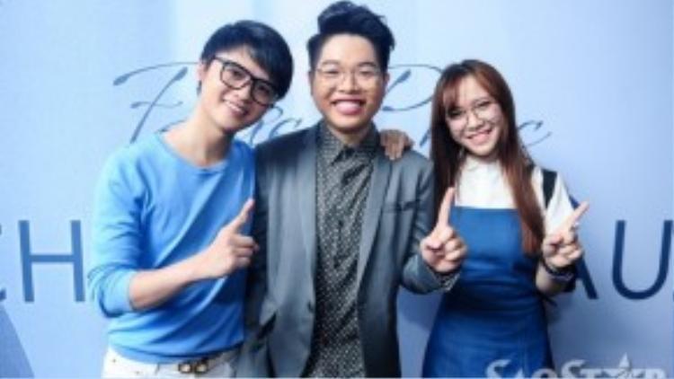 Đức Phúc chụp ảnh lưu niệm cùng Đào Ngọc Sang và Bảo Uyên.