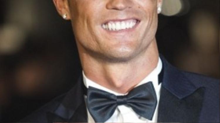 Anh chàng luôn nở nụ cười hạnh phúc trên môi trong suốt buổi lễ.