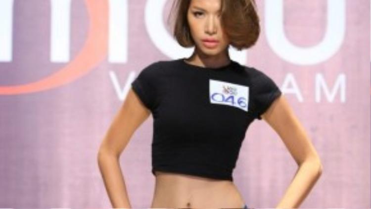 Minh Tú từng tham gia cuộc thi siêu mẫu và đoạt giải bạc năm 2013. Ngay từ vòng sơ khảo, Minh Tú đã thể hiện rõ bản lĩnh của một người mẫu chuyên nghiệp, nhanh chóng chiếm cảm tình của ban giám khảo.