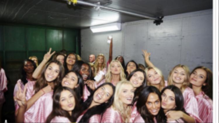 Những thiên thần nội y đã sẵn sàng bùng nổ cho một Victoria's Secret show 2015 thật hoành tráng.