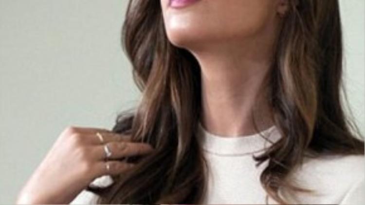 Carbonero nổi tiếng vì là người dẫn chương trình thể thao và bạn gái của Casillas. Cô từng gây sốt khi hôn Casillas trên sóng truyền hình sau chức vô địch thế giới 2010 của đội tuyển TBN.