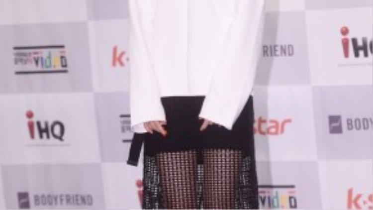"""Thành viên Heo Gayoon của nhóm 4minute chỉ ra lợi thế khi thân hình mảnh khảnh. """"Tôi vật lộn với bản thân nếu gầy quá sẽ khiến mọi người lo lắng. Nhưng khi gầy, tôi có thể mặc được nhiều trang phục phong cách hơn""""- nữ ca sĩ bộc bạch."""