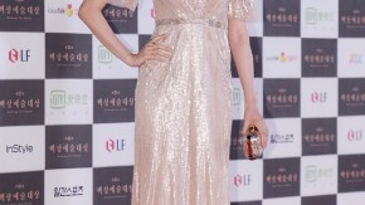 """Hoa hậu Hàn 2000 Kim Sa Rang coi bữa tối là """"kẻ thù"""" với cơ thể. """"Bữa tối là thứ cấm kỵ, tôi sẽ tăng cân nếu ăn đầy đủ 3 bữa mỗi ngày"""" - cô giải thích."""