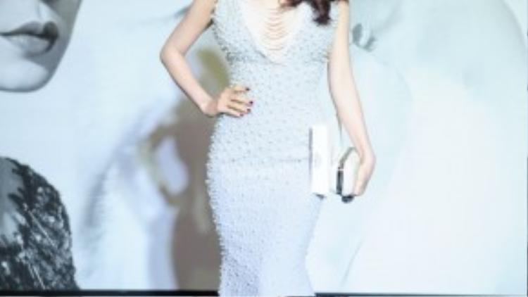 Diễm My nồng nàn trong váy ngọc trai của NTK Lý Quý Khánh.