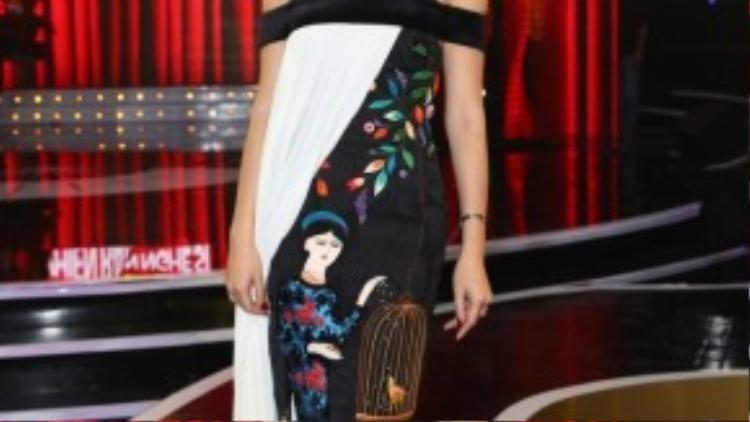 Tóc Tiên xuất hiện nổi bật với chiếc váy cách điệu ngộ nghĩnh.