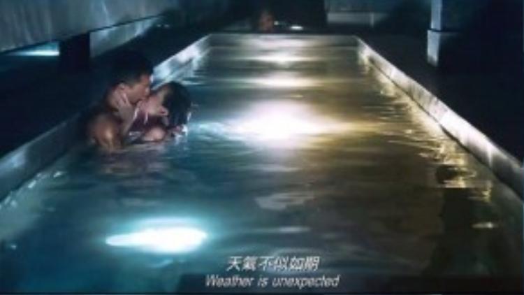 """""""Thị Hậu"""" TVB 2014 - Xa Thi Mạn đã vui vẻ chia sẻ rằng cô giống như đang phải liều mình đóng cảnh nóng dưới nước với tài tử Cổ Thiên Lạc."""