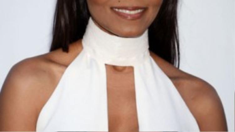 Chiếc áo khoét sâu để lộ khe ngực của nữ ca sĩ Janet Jackson có những vết lồi lõm bất thường.