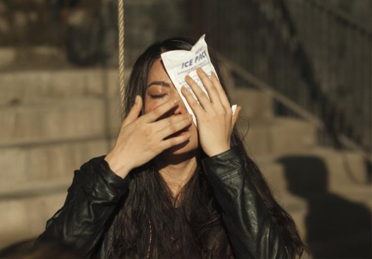 Trương Ngọc Ánh bị tai nạn ở mắt khi đóng phim hành động