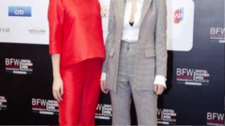 Chọn cho mình phong cách thời trang ấn tượng và thời thượng, hai chị em Yến Trang, Yến Nhi đã thu hút được sự chú ý từ truyền thông các nước.