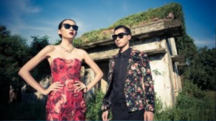 Các họa tiết hoa văn phá cách trên áo vest cùng đầm hoa mang hơi hướng vintage tạo nên sự kết hợp hoàn hảo giữa hai người.