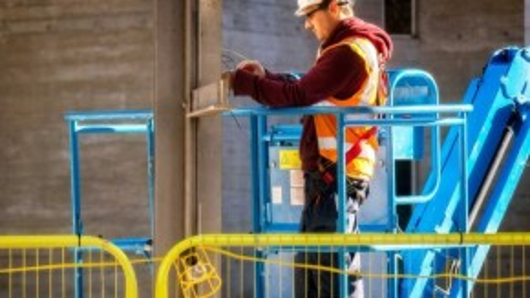 Mô tả công việc: lắp đặt hoặc sửa chữa hệ thống điện và dây cáp điện thoại.Mức lương trung bình hàng năm (2012): 63.250 USD.Cơ hội việc làm (đến năm 2022): 49.900.Yêu cầu kinh nghiệm: Không.Đào tạo trong công việc: Dài hạn.