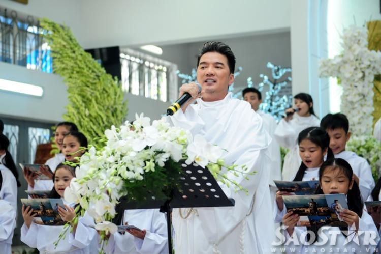 Mr. Đàm bất ngờ ra mắt album mới tại nhà thờ