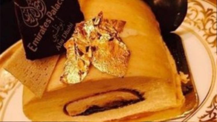 Hồ Ngọc Hà chia sẻ chiếc bánh tráng miệng được dát vàng trên trang cá nhân của mình.