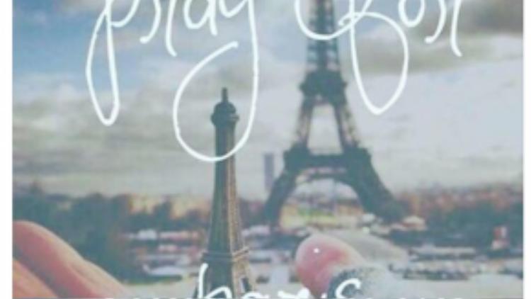 Nữ ca sĩ Thu Minh không nói nên lời khi hay tin khủng bố. Cô âm thầm thay đổi ảnh đại diện trang cá nhân như một lời cầu nguyện bình yên cho mọi người dân trên toàn nước Pháp.