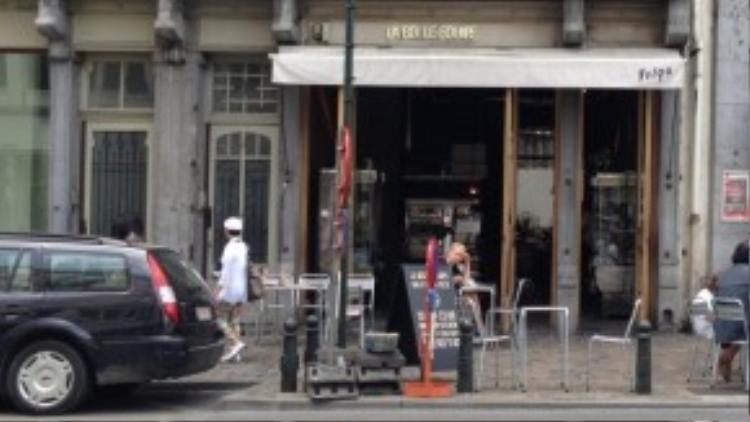 Nhà hàng La Belle Equipe ở quận 11, địa điểm thường xuyên lui tới của khá đông người dân Paris.