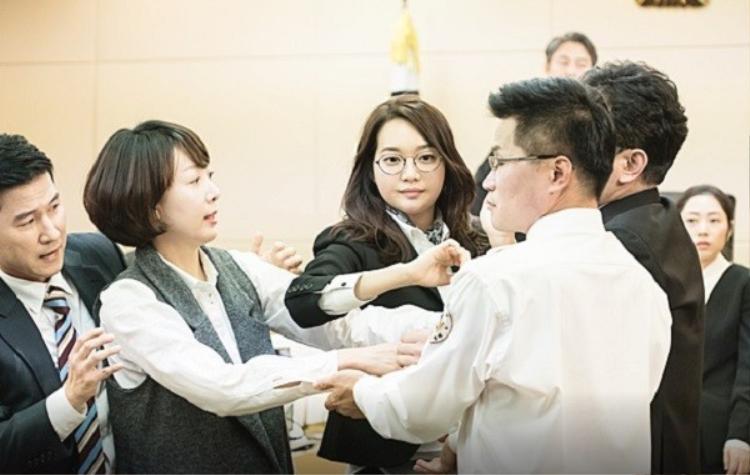 Nàng béo Shin Min Ah náo loạn tòa án