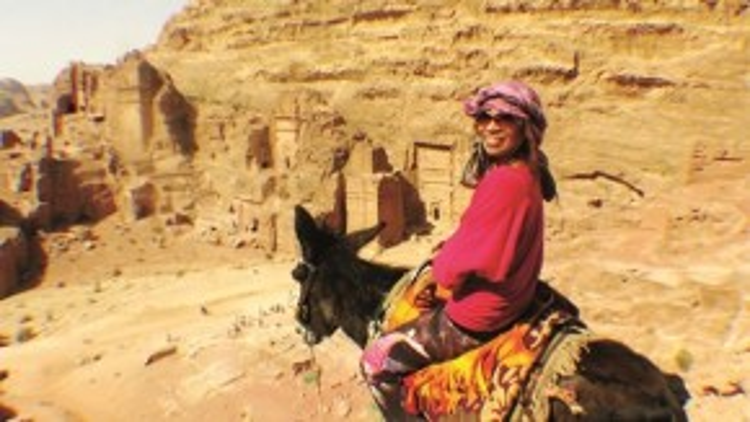 """Tác giả Phương Mai của cuốn """"Con đường Hồi giáo"""" trong chuyến hành trình của mình."""