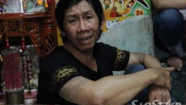 Ông Bình bật khóc khi kể chuyện về người vợ tội lỗi của mình.
