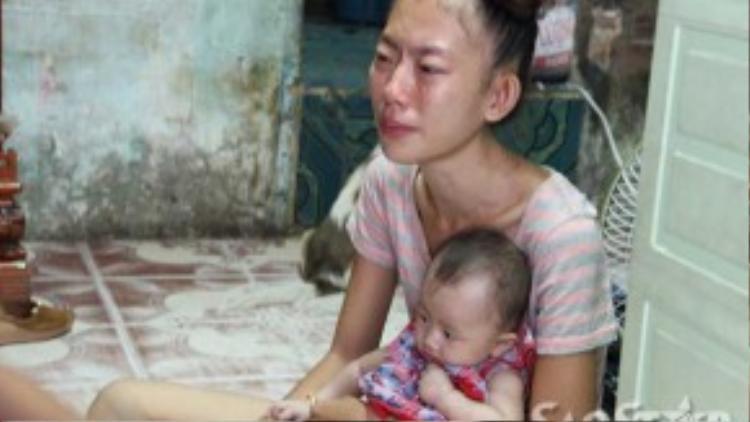Khi Long bị bắt chị Trang phải nuôi 3 con nhỏ.