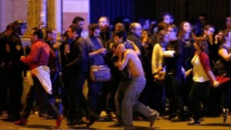 Người dân Paris hoảng loạn sau vụ khủng bố.
