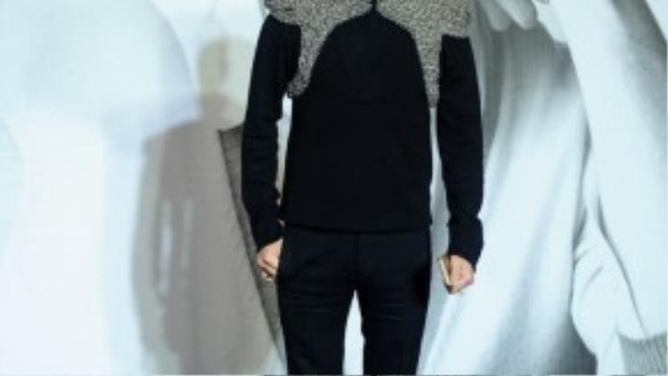 Không chỉ có sao nữ mà sao nam cũng đẹp bội phần trong họa tiết sequin, chính điều này đã giúp ông hoàng nhạc Việt Đàm Vĩnh Hưng ẵm trọn giải thưởng fashionisto trong Lynk fashion show trị giá 2.000 USD.