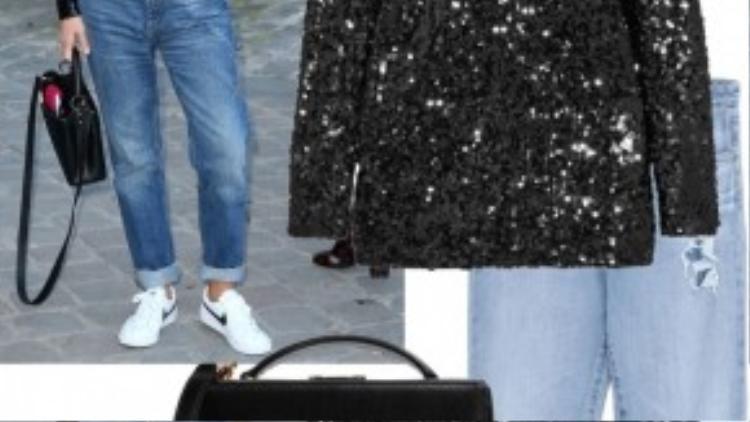 Một chiếc áo thun cao cổ sequin mix đơn giản với quần jean và giày thể thao, street style vô cùng độc đáo và ấn tượng.