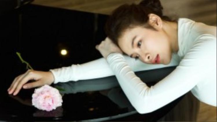 Sau những scandal khiến hình ảnh có phần không đẹp trong mắt khán giả, Angela Phương Trinh đã có sự thay đổi ngoạn mục. Cô chọn cách tập trung cho công việc, chỉ xuất hiện ở những sự kiện lớn và thường xuyên nhận được lời khen bởi phong cách thời trang trẻ trung, thanh lịch và tinh tế.