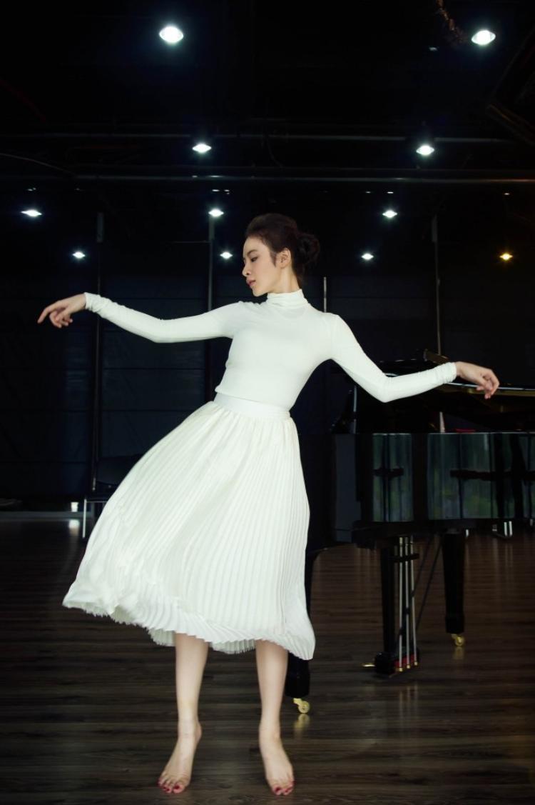 Angela Phương Trinh hóa vũ công ballet khoe vẻ đẹp vạn người mê