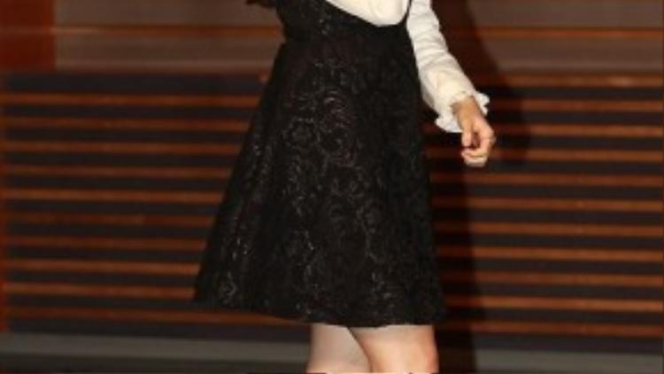 Sáng 16/11, thành viên nhóm nhạc thần tượng Girl's Day - Minah tham dự buổi họp báo bộ phim mới Sweet Family của đài MBC. Sự kiện được tổ chức ở Mapo-gu, Seoul. Cùng với kiều nữ Kpop là các diễn viên khác gồm tài tử Jung Joon Ho, Jung Woong In, ca sĩ Lee Minhyuk của nhóm BtoB, Yoo Sun …