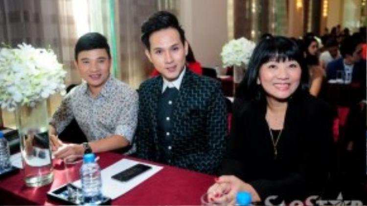 Ca sĩ Nguyên Vũ xuất hiện khá muộn. Anh rất vui mừng khi Đàm Vĩnh Hưng nhận giải thưởng quốc tế.