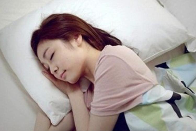 Từ dáng ngủ nhìn ra chuyện tình duyên của chính bạn