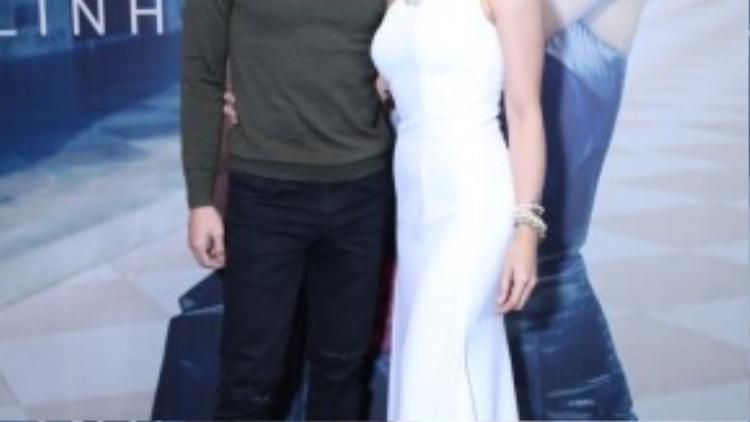 Ca sĩ Quốc Thiên đến chung vui với Uyên Linh. Vì cùng xuất thân từ chương trình Vietnam Idol nên cả hai rất thân thiết.