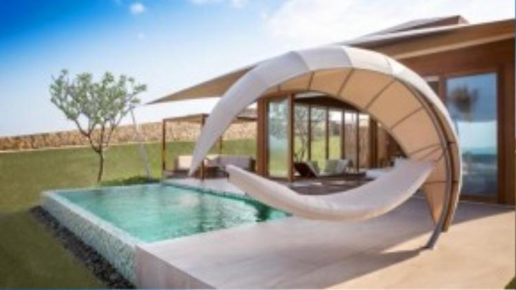 Điểm đặc biệt ở đây là mỗi villa đều có hẳn một hồ bơi riêng trước biển tạo không gian thoải mái nhưng vẫn đảm bảo được sự riêng tư.