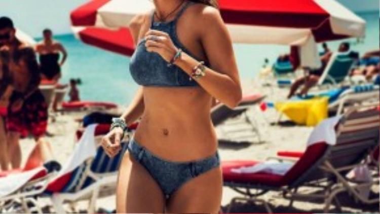 Gigi Hadid đã bước sang tuổi 20 vào ngày 23/4. Cô luôn bận rộn với lịch chụp quảng cáo cho áo tắm.