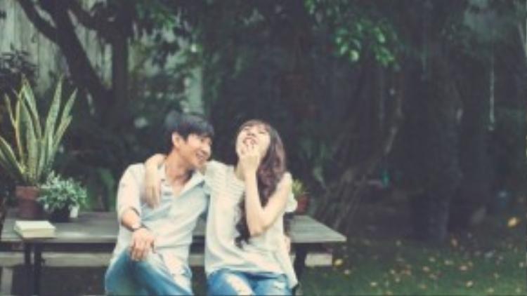 Kỷ niệm 5 năm ngày cưới mà không có ông xã ở bên cạnh vì Lý Hải bận đang thực hiện bộ phim điện ảnh Lật mặt 2 - Phim Trường với những cảnh quay tại các tỉnh miền Trung.