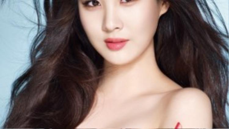 """Em út Seohyun của nhóm nhạc đình đám SNSD hé lộ về điều chưa ưng ý trên cơ thể. """"Tóc tôi rất dày. Vì thế tôi ghen tỵ với những ai có tóc mỏng hơn mình"""" - nữ ca sĩ chia sẻ trong một chương trình."""