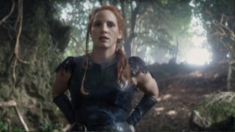 Jessica Chastain làm thợ săn bên cạnh Chris Hemsworth.