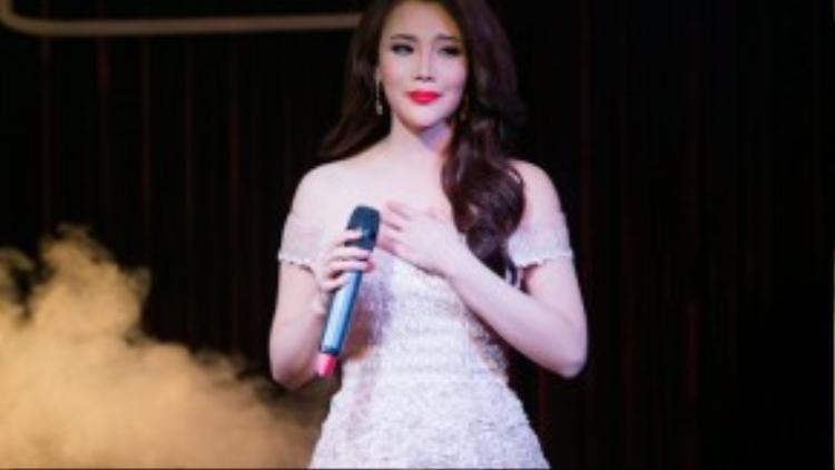 Ca sĩ Hồ Quỳnh Hương.