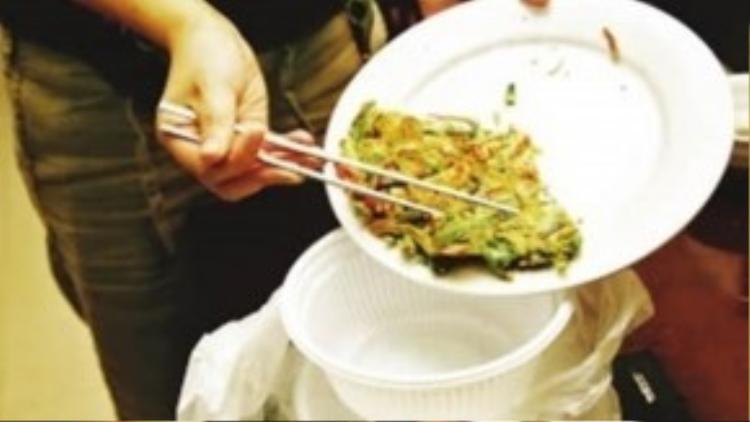 Nhiều người vì tiếc của nên thường xuyên ăn đồ ăn thừa từ hôm trước.