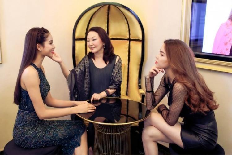 Lần đầu tiên 2 siêu mỹ nhân Hà Hồ, Phạm Hương gặp nhau