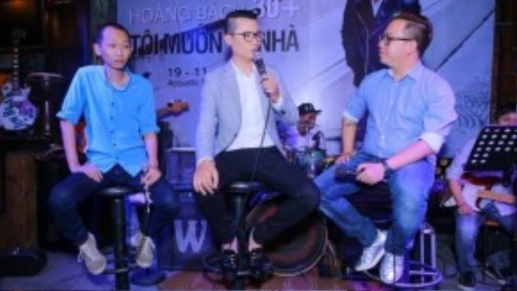 Nhạc sĩ Thanh Tâm, ca sĩ Hoàng Bách và MC Tùng Leo trong phần giao lưu.