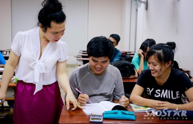 Cô giáo chuyển giới Quỳnh Trâm: Nghề giáo cho tôi cả cuộc đời!