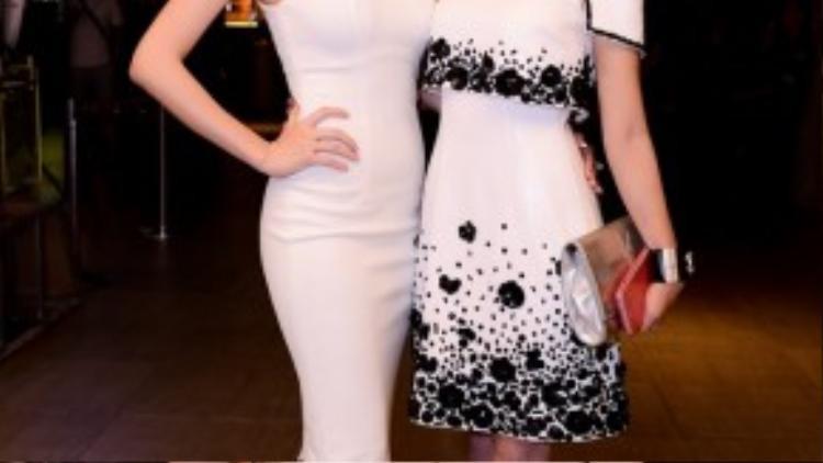 Xuất hiện trong chiếc váy trắng, Khánh My trở thành tâm điểm và thu hút hàng loạt ống kính của giới truyền thông. Cô tự tin khoe vòng 3 nóng bỏng, gợi cảm cùng hotgirl Sam.