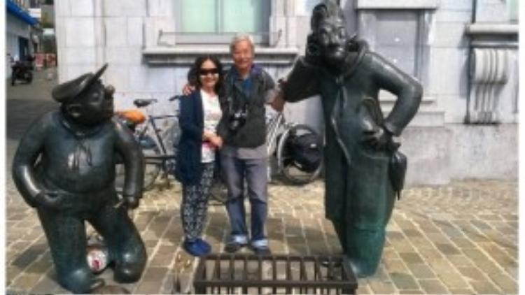 Thầy cùng vợ tại thành phố Brusel, Bỉ.