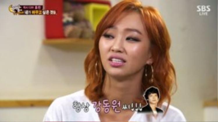"""Các kiều nữ Kpop cũng để mắt đến tài tử họ Kang. Trong chương trình Yaman TV, giọng ca gợi cảm Hyorin của SISTAR thú nhận cô phải lòng Kang Dong Won và nếu được anh mời đi chơi, cô sẽ nhận lời ngay tức khắc. Mặc dù vậy, Hyorin nói thêm: """"Vì có rất nhiều sao nữ chọn Kang Dong Won là mẫu hình lý tưởng nên cạnh tranh khá gay gắt""""."""