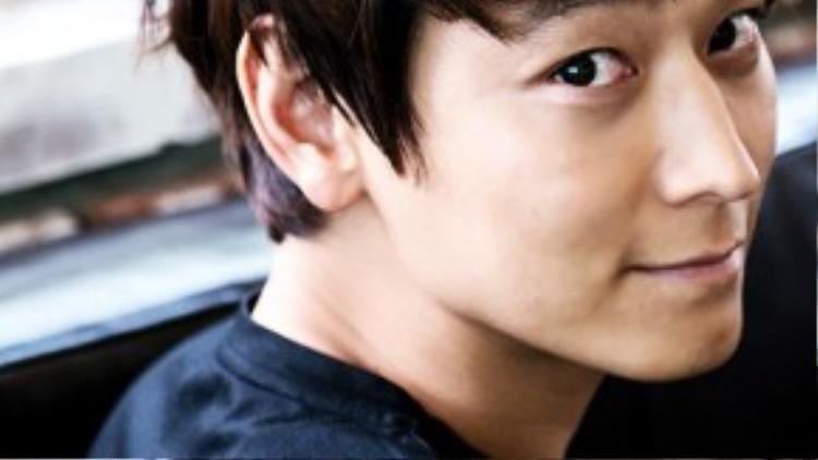 Trong giới giải trí, Kang Dong Won được biết tới là diễn viên nam thích sống lặng lẽ, hiếm khi lộ diện trong các sự kiện của showbiz. Nhờ tài năng và tính khiêm nhường, Kang Dong Won được nhiều người đẹp showbiz lựa chọn là mẫu bạn trai lý tưởng.