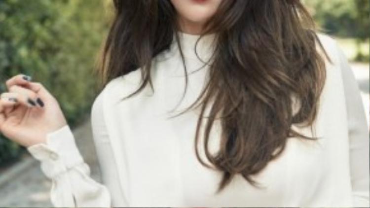 """Nữ ca sĩ Suzy- thành viên nhóm nhạc miss A đang hẹn hò với mỹ nam Lee Min Ho từng tiết lộ cô ái mộ Kang Dong Won. Trong talkshow Healing Camp, Aren't You Happy năm 2013, Suzy chia sẻ: """"Tôi rất thích anh ấy"""" nhưng không đưa ra lý do cụ thể."""