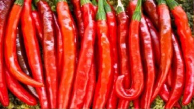 Ớt ngâm giấm sẽ giảm độ cay, ăn một ít ớt mỗi ngày tốt cho hệ tiêu hoá, lưu thông máu.