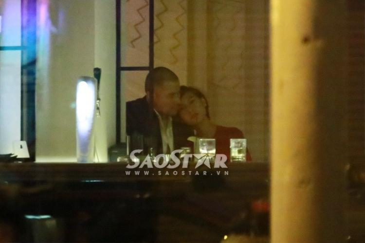 Lộ ảnh Kathy Uyên hôn bạn trai Tây sau khi chia tay mối tình 10 năm