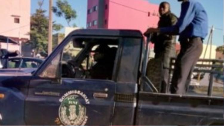 Một nhóm các tay súng Hồi giáo đã đâm xe qua cổng an ninh tại khách sạn và bắt giữ 170 người làm con tin. Vụ tấn công xảy ra 1 tuần sau vụ khủng bố Paris.